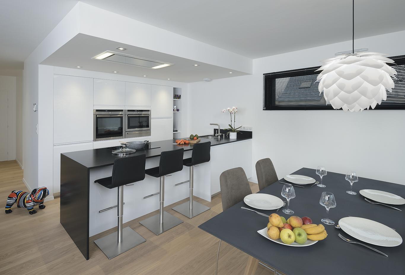 epure laque brillante blanc pyram. Black Bedroom Furniture Sets. Home Design Ideas