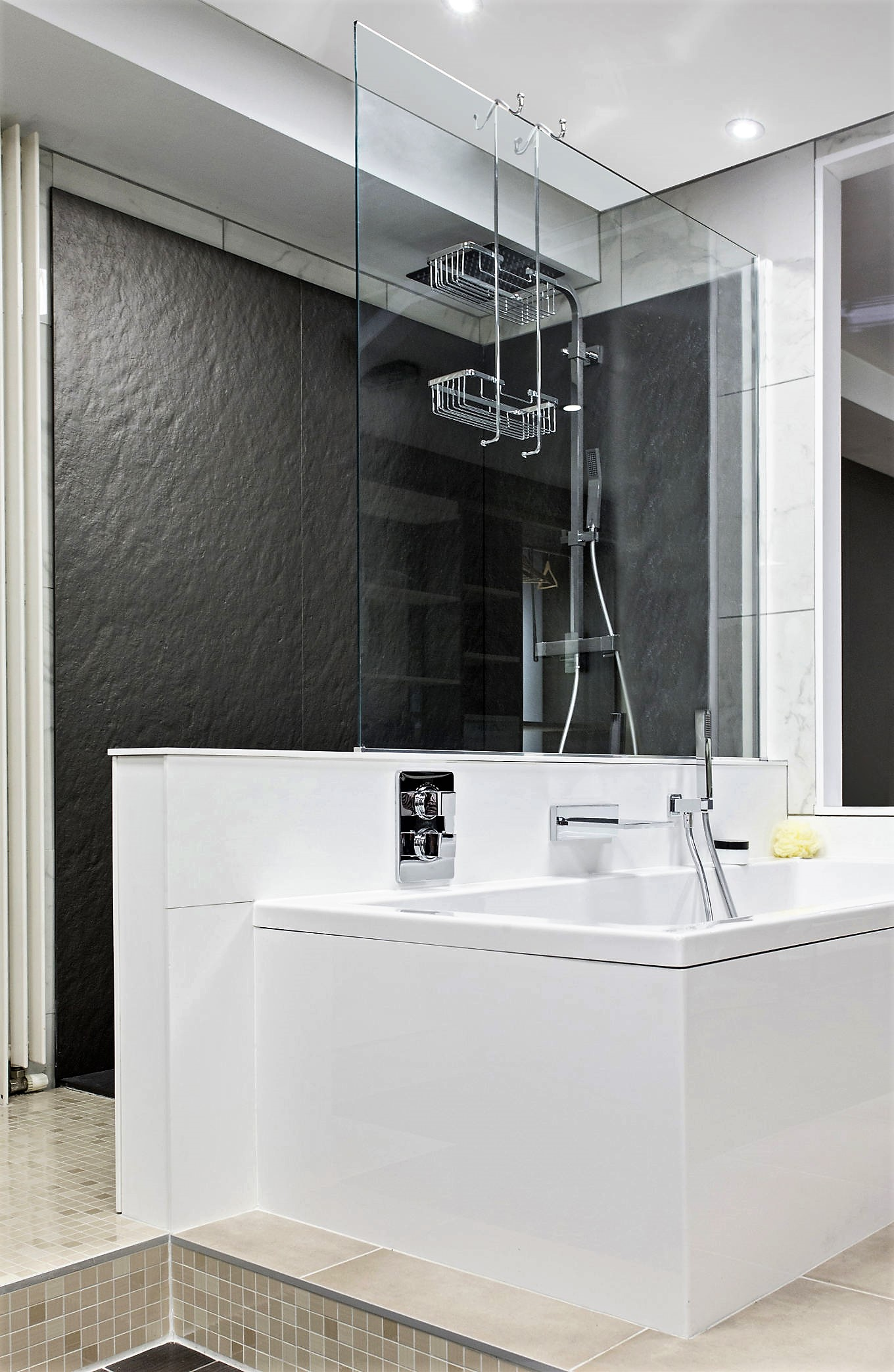 Salle de bains futura acrylique anthracite m tallis for Salle de bain gris anthracite et bois