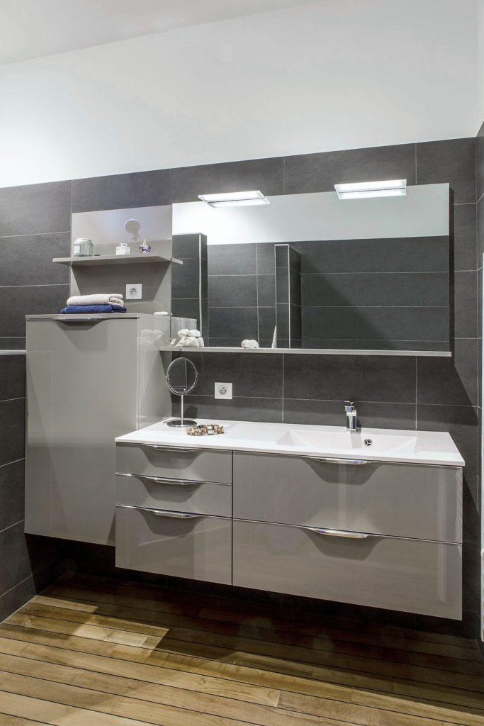 Salle de bains FUTURA MÉDIUM VERNIS BRILLANT GRIS TAUPE MÉTALLISÉ ...