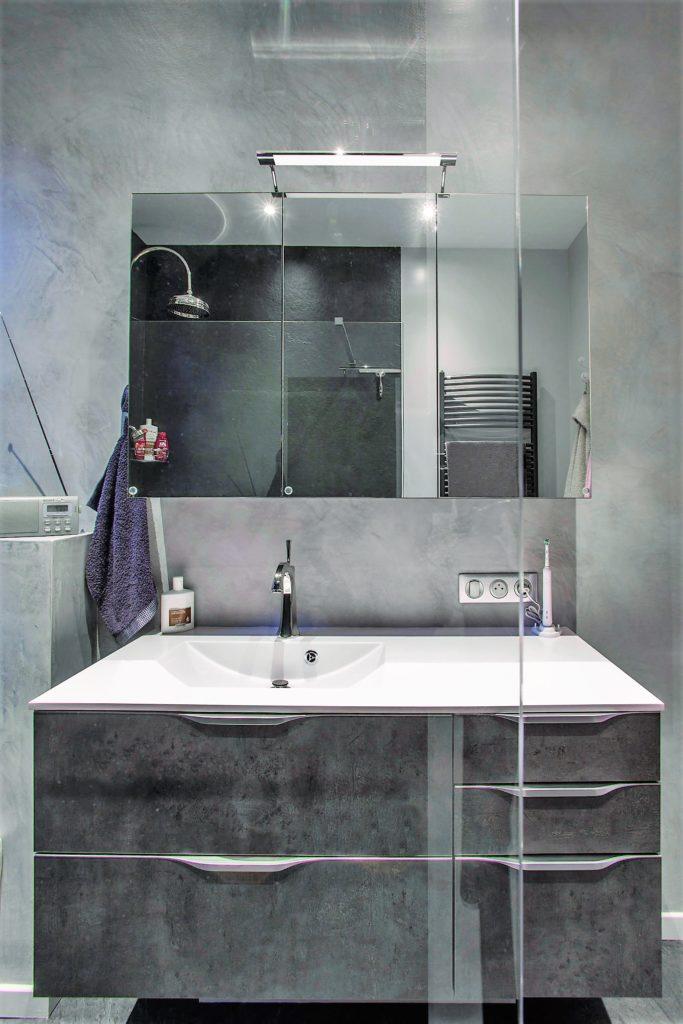 salle de bains futura stratifi beton fonc pyram. Black Bedroom Furniture Sets. Home Design Ideas